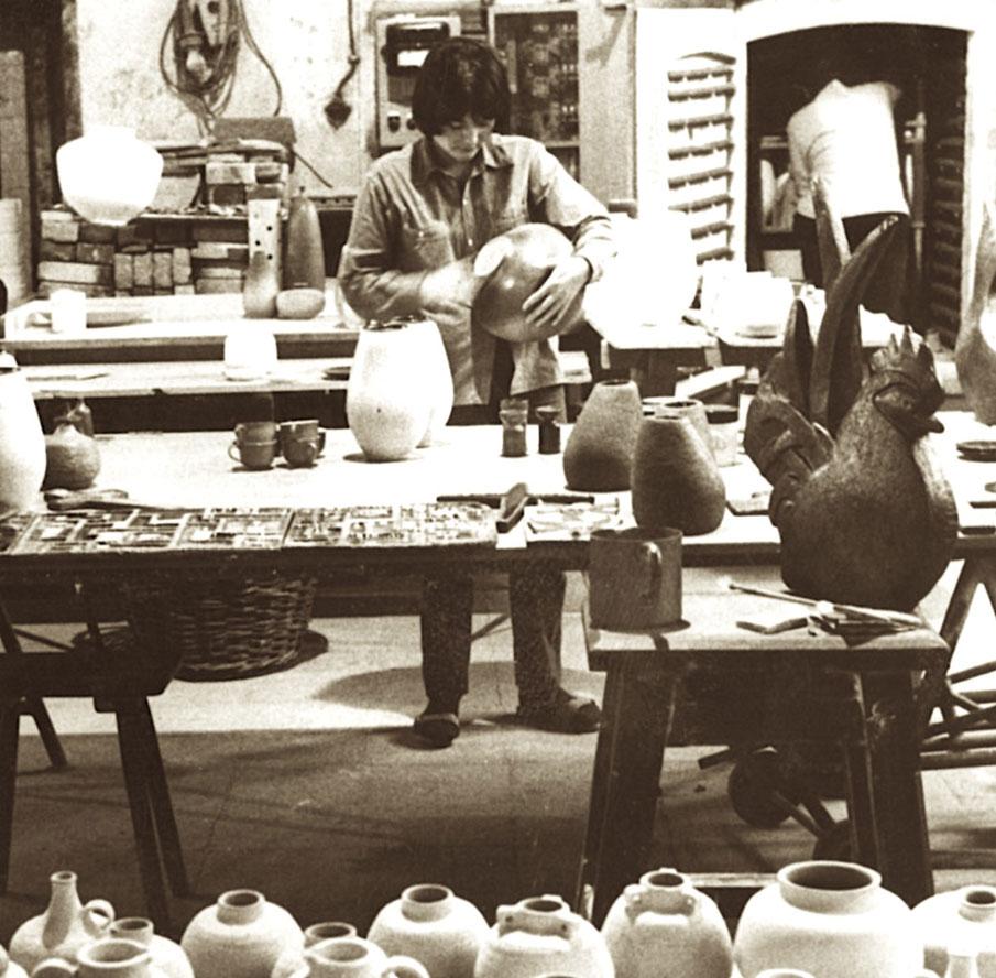 Handwerkliche Kompetenzen, Keramik im Wohnbereich, handgemachte Wohnaccessoires, Design für Zuhause, Design für den persönlichen Wohnraum, Kunsthandwerk, individueller Wohnstil